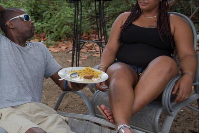 María comparte el almuerzo con un cliente. Belinda Soncini Especial para el Nuevo Herald