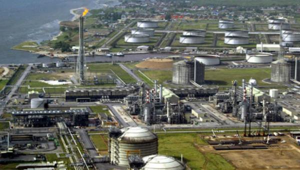 La unidad de craqueo catalítico de la refinería venezolana Puerto La Cruz, la tercera más grande del país (Foto: EFE)