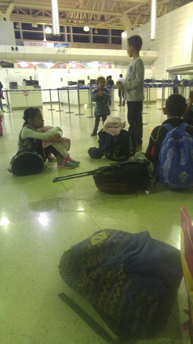 ninas aeropuerto 2