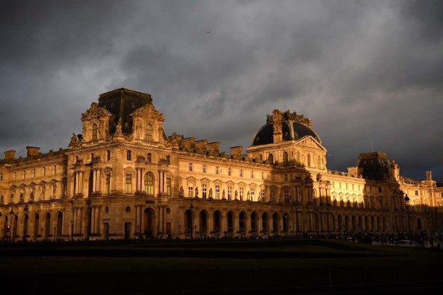 The Richelieu wing of the Louvre Museum is pictured under an overcast sky on January 1, 2018 in Paris. / AFP PHOTO / GUILLAUME SOUVANT