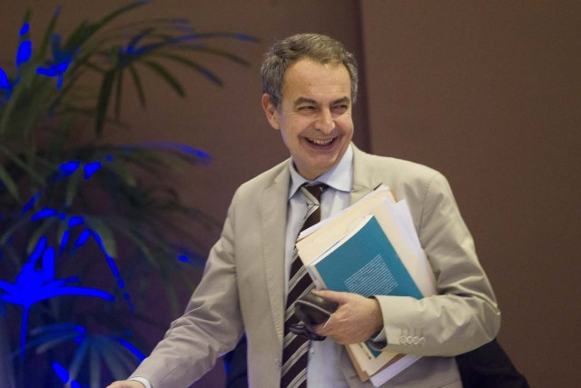 The former president of the Spanish government Jose Luis Rodriguez Zapatero smiles after a meeting between the Venezuelan government representatives and members of the Venezuelan opposition in Santo Domingo on January 12, 2018. Delegates from the Venezuelan government and opposition met in the Dominican Republic for a third round of talks on resolving the country's protracted crisis ahead of this year's presidential election.  / AFP PHOTO / Erika SANTELICES