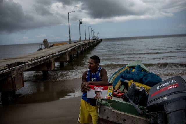 Gabriel, pescador venezolano convertido en contrabandista, en Cedros, Trinidad.FOTÓGRAFO: ALEJANDRO CEGARRA PARA BLOOMBERG BUSINESSWEEK