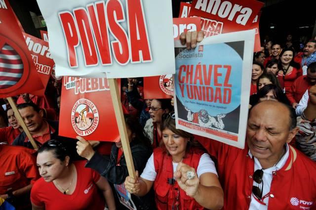 Partidarios del expresidente venezolano Hugo Chávez y trabajadores de PDVSA en mayo de 2011. LEO RAMIREZ/ AFP/