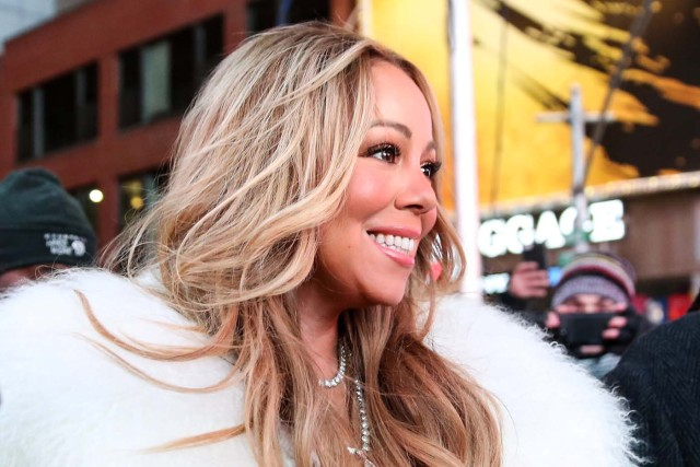 Mariah Carey walks towards the stage in Times Square during the New Year's Eve celebrations in Manhattan, New York, U.S., December 31, 2017. Picture taken December 31, 2017. REUTERS/Amr Alfiky