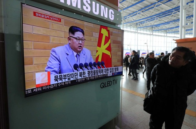 People watch a TV broadcasting a news report on North Korea's leader Kim Jong Un speaking during a New Year's Day speech, in Seoul, South Korea, January 1, 2018. Yonhap via REUTERS ATTENTION EDITORS - THIS IMAGE HAS BEEN SUPPLIED BY A THIRD PARTY. NO RESALES. NO ARCHIVE. SOUTH KOREA OUT. NO COMMERCIAL OR EDITORIAL SALES IN SOUTH KOREA
