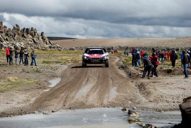 Dakar Rally - 2018 Peru-Bolivia-Argentina Dakar rally - 40th Dakar Edition stage six, Arequipa to La Paz - January 11, 2018. Carlos Sainz of Spain and co-pilot Lucas Cruz of Spain drive their Peugeot. REUTERS/Andres Stapff