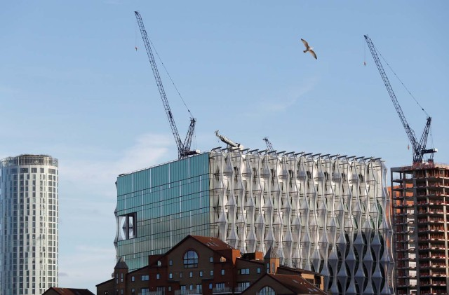 FILE PHOTO: The new U.S. Embassy catches the evening light as it nears completion, in Nine Elms, London, Britain October 20, 2017. REUTERS/Peter Nicholls/File Photo