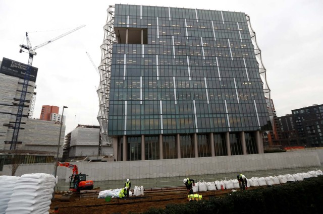 The final pieces of construction work are completed on the new U.S. Embassy in Nine Elms in London, Britain January 12, 2018. REUTERS/Peter Nicholls