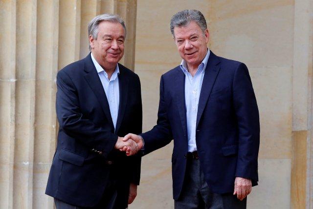 Colombia's President Juan Manuel Santos and U.N. Secretary General Antonio Guterres shake hands outside the presidential palace in Bogota, Colombia January 13, 2018. REUTERS/Jaime Saldarriaga