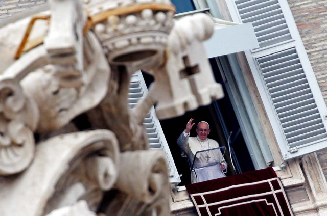 Pope Francis leads the Angelus prayer in Saint Peter's Square at the Vatican January 14, 2018. REUTERS/Max Rossi