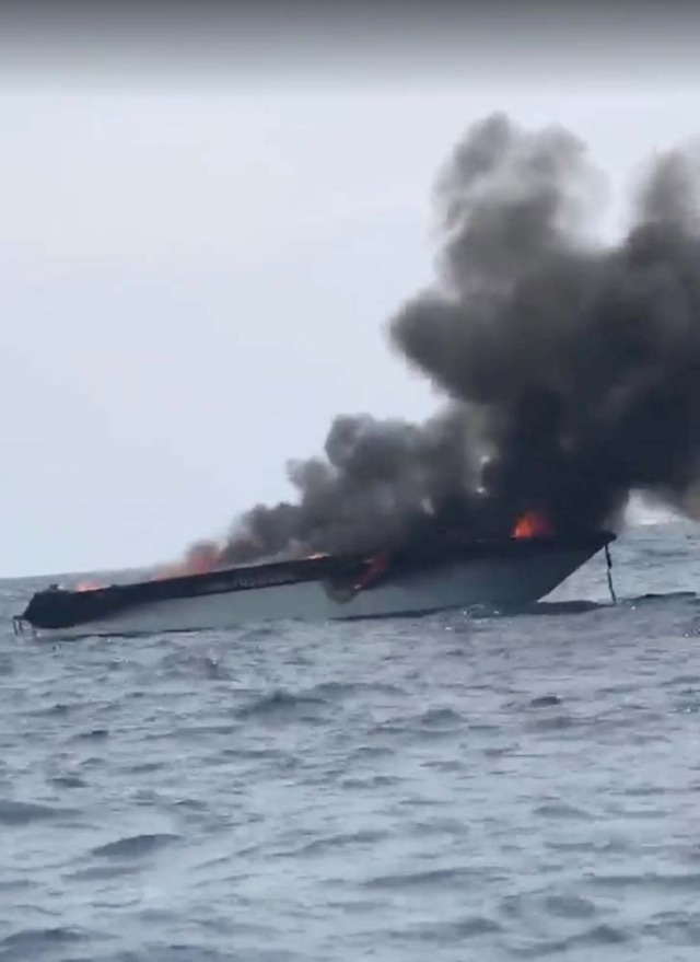 A tourist speedboat is seen after explosion in Phi Phi Islands, Thailand, January 14, 2018 in this still image taken from a video obtained from social media. FACEBOOK/THOTSAPHON PHANOMTARA/via REUTERS THIS IMAGE HAS BEEN SUPPLIED BY A THIRD PARTY. MANDATORY CREDIT. NO RESALES. NO ARCHIVES