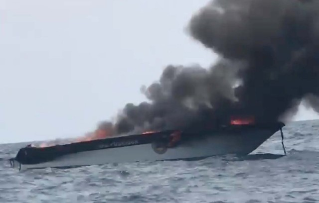 Smoke rises from a tourist speedboat after its explosion in Phi Phi Islands, Thailand, January 14, 2018 in this still image taken from a video obtained from social media. FACEBOOK/THOTSAPHON PHANOMTARA/via REUTERS THIS IMAGE HAS BEEN SUPPLIED BY A THIRD PARTY. MANDATORY CREDIT. NO RESALES. NO ARCHIVES