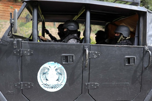 Tactical police members are seen as they pass on their way to a shootout with rogue Venezuelan helicopter pilot Oscar Perez, in Caracas, Venezuela January 15, 2018. REUTERS/Marco Bello