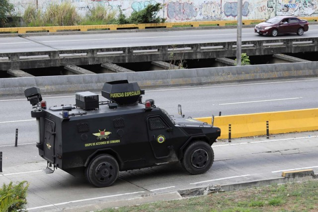 Tactical police members are seen as they drive on their way to a shootout with rogue Venezuelan helicopter pilot Oscar Perez, in Caracas, Venezuela January 15, 2018. REUTERS/Marco Bello