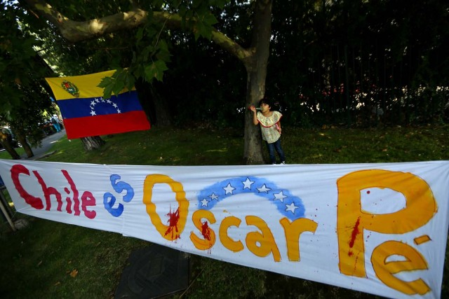 "A banner partially reads ""Chile is Oscar Perez"", regarding ex-policeman, is seen during a rally against Venezuela's government as members of the Lima Group nations meet in Santiago, Chile January 23, 2018. REUTERS/Ivan Alvarado"