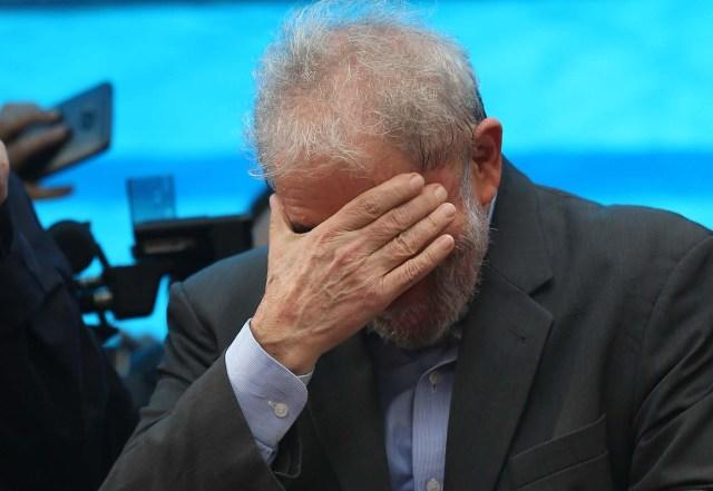 El expresidente brasileño Luiz Inácio Lula da Silva reacciona durante una manifestación en Porto Alegre. Imagen de archivo. 23 de enero de 2018. REUTERS/Paulo Whitaker
