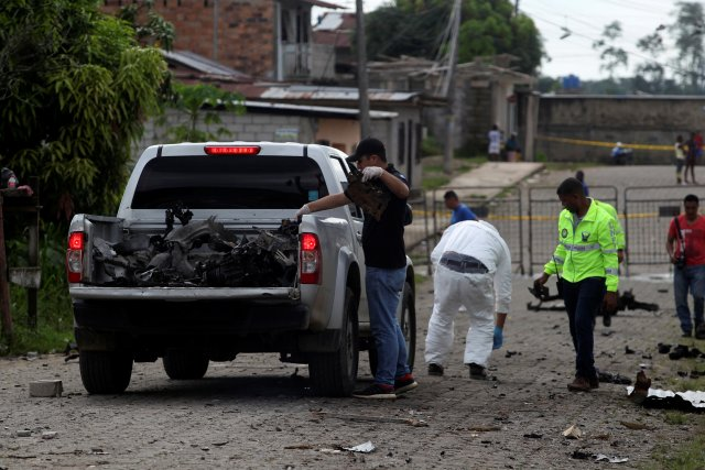 Police investigators look for evidence at the scene of a bomb explosion at a police station in San Lorenzo, Ecuador January 27, 2018. Picture taken January 27, 2018. REUTERS/Daniel Tapia NO RESALES. NO ARCHIVES.