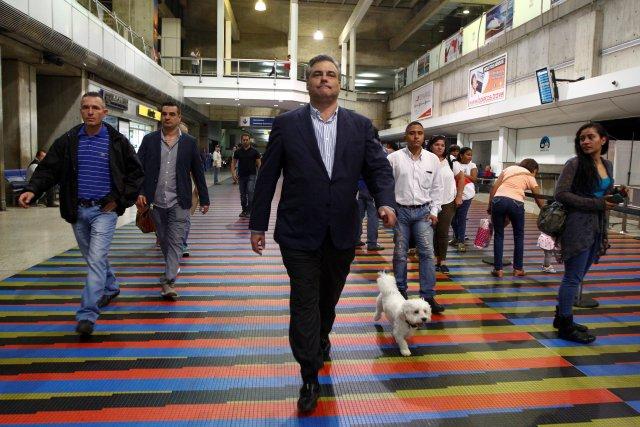 Spanish ambassador to Venezuela Jesus Silva (C) walks to the departure area at the Maiquetia international airport in Caracas, Venezuela January 29, 2018. REUTERS/Christian Veron