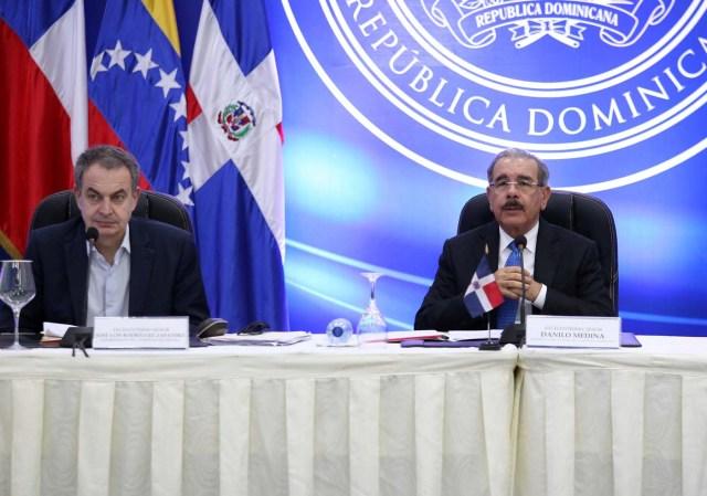 Former Spanish Prime Minister Jose Luis Rodriguez Zapatero and Dominican Republic's President Danilo Medina attend a meeting in Santo Domingo, Dominican Republic January 30, 2018. REUTERS/Ricardo Rojas
