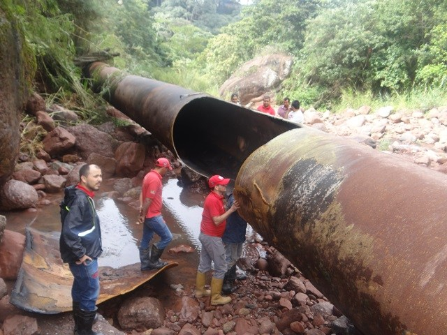 Fuerte rotura de tubería del ART en La Chivata, municipio Cárdenas, deja sin el servicio de agua a los municipios San Cristóbal, Torbes y Córdoba. Los trabajos correctivos pueden demorar entre 48 y 72 horas