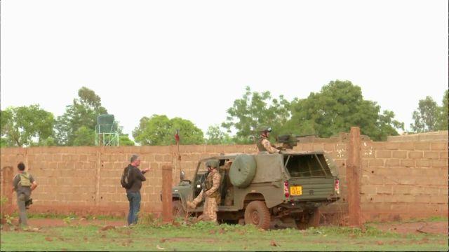 Soldados franceses vigilan la zona atacada. (Foto: Reuters)
