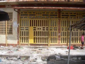 Se llevaron hasta los bombillos: Saquearon supermercado asiático en Caripito