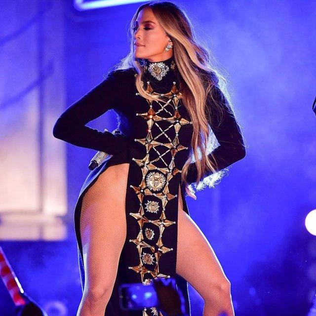 Jennifer-Lopez-4th-July-Revealing-Outfits-2017