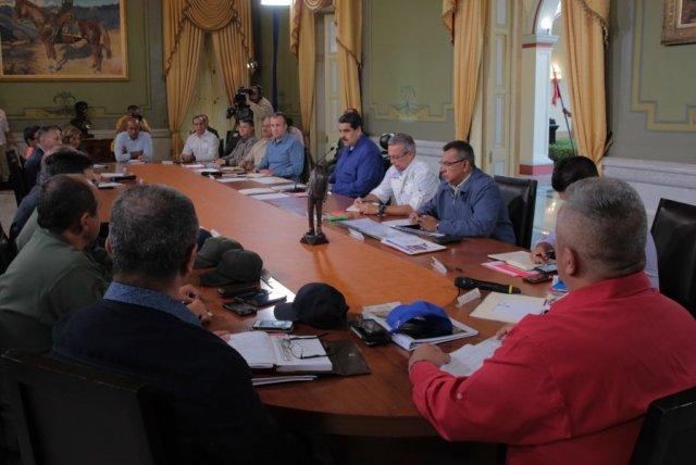 Foto: Prensa Presidencia/ El presidente Nicolás Maduro, junto a gobernadores y alcaldes en Miraflores