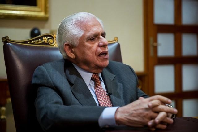 El presidente del Parlamento venezolano, el opositor Omar Barboza, habla durante una entrevista con Efe hoy, lunes 29 de enero del 2018, en Caracas (Venezuela). Barboza aseguró hoy que la decisión del partido Voluntad Popular (VP) de no participar en la última ronda de diálogos con el oficialismo en República Dominicana no generó ningún problema en la coalición Mesa de la Unidad Democrática (MUD). EFE/Miguel Gutiérrez