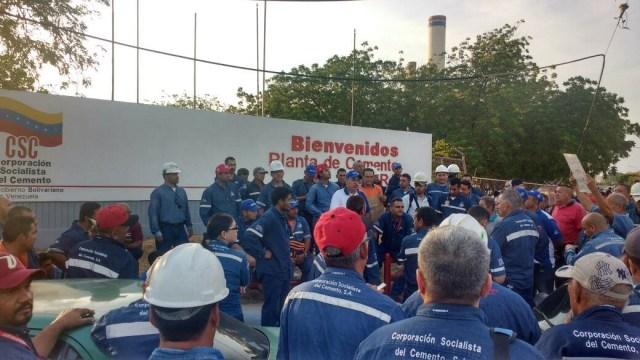 Trabajadores del sector cemento protestan // Foto Prensa
