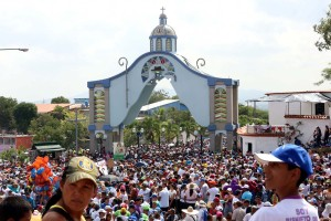 Seis detenidos en Lara por lanzar mandarinas a la gobernadora chavista en procesión de la Divina Pastora