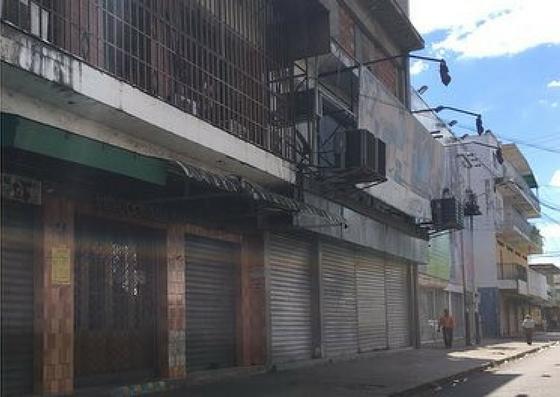 Foto: Comercios bajan las santamarias ante ola de saqueos en Calabozo / Vente Venezuela