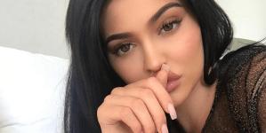 Kylie Jenner muestra su figura mientras se TOQUETEA descaradamente (VIDEO + Riquísimo)