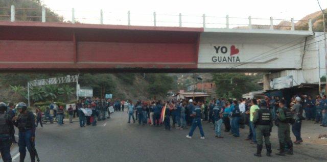 Foto: Trabajadores cementeros en Anzoátegui retoman la protesta