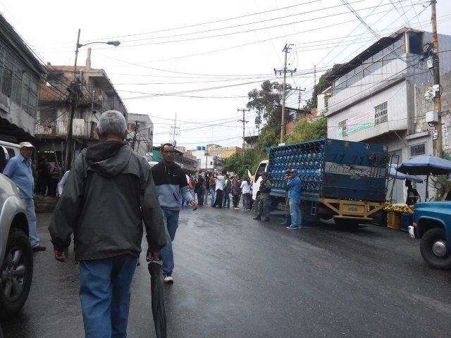Foto: Protesta en El Junquito por falta de agua / Cortesía