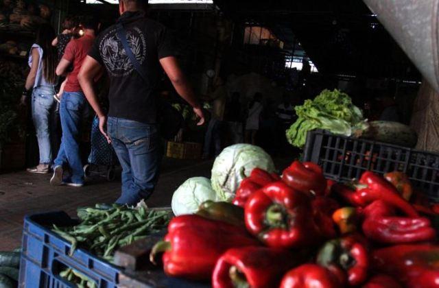 El pimentón ya la cebolla redonda son los de mayor costo: 160 y 140 bolívares el kilo. (Foto Jorge Castellanos)