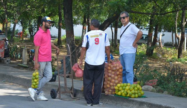 En los barrios también los vecinos han denunciado la presencia masiva de vendedores extranjeros.
