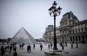 Directores de grandes museos alertan sobre peligros del turismo masivo