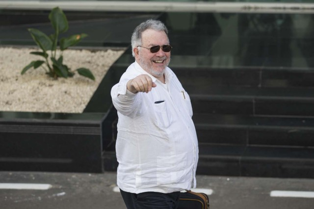 Venezuelan former Ambassador to the Organization of American States (OAS) and member of the Venezuelan government's negotiating committee, Roy Chaderton, arrives at the Dominican Foreign Ministry's headquarters, in Santo Domingo, Dominican Republic, on January 31, 2018. Representatives of the Venezuelan government and of the opposition met at the Dominican Foreign Ministry's headquarters for third consecutive day, as they struggled to agree on the date of the upcoming presidential elections. / AFP PHOTO / Erika SANTELICES