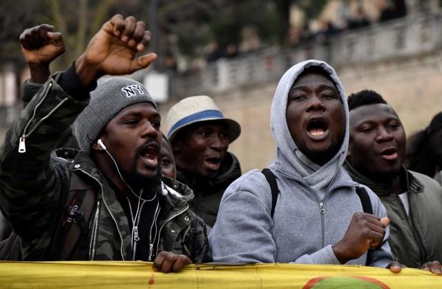 Miles de personas marcharon este sábado en Macerata contra el fascismo / AFP FOTO / TIZIANA FABI