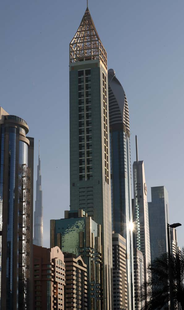 "A picture taken on February 11, 2018, shows the 75-storey Gevora Hotel (C), which stands 356 metres or nearly a quarter of a mile tall, in the Gulf metropolis of Dubai. Gulf metropolis Dubai, on its never-ending quest to break records, announced the opening of the ""world's new tallest hotel"" Sunday, pipping another towering landmark in the city for the title. / AFP PHOTO / KARIM SAHIB"