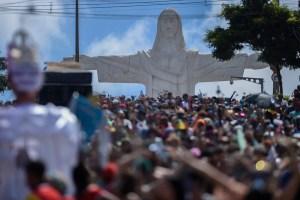 El carnaval de Río brilla con las escuelas de samba (Fotos)