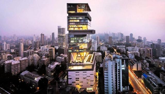 En Antilla Munbai –en India-, el empresario Mukesh Ambani creó 'Atilia', un edificio de 27 pisos, 4.532 metros cuadrados en su superficie y un valor de mil millones de dólares. La edificación está diseñada para soportar un terremoto de 8 grados de magnitud. (Foto: Captura de YouTube)