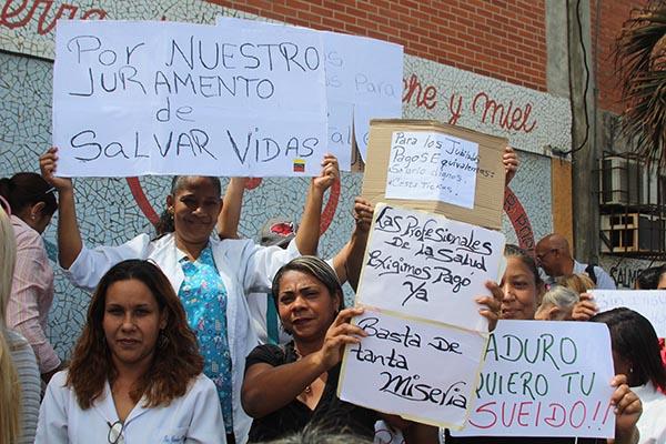 Trabajadores aseguran que Minsalud no da repuesta, mientras ellos devengan salarios de hambre (Foto extraída de La Verdad de Vargas)