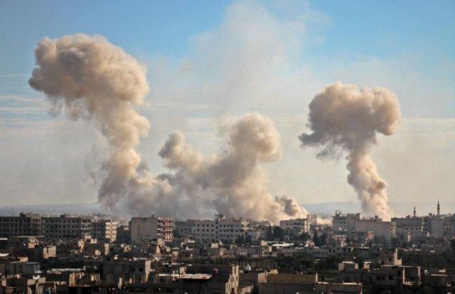 Vista general de Mesraba, Guta oriental, tras un bombardeo del régimen sirio sobre la población, el 19 de febrero de 2018. (Foto: HAMZA AL-AJWEH AFP)