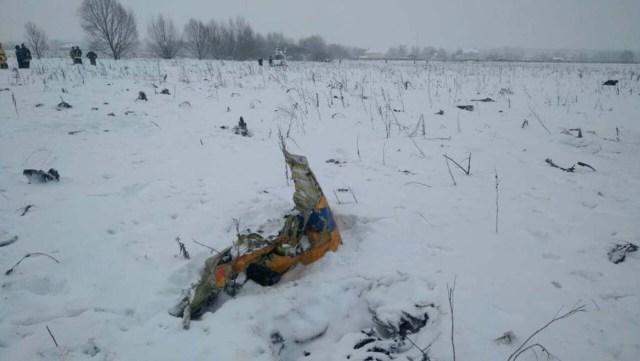 Foto del domingo del lugar en el que se estrelló un avión tras despegar del aeropuerto Domodedovo en Moscú. Feb 11, 2018. REUTERS/Stringer