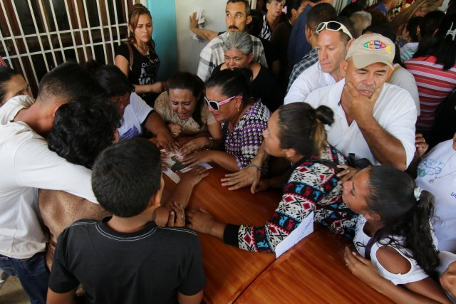Mourners react next to the coffin of Jovanni Vera, who died during clashes between Venezuelan soldiers and illegal miners in Guasipati according to local media, during his funeral at the cemetery in Upata, Venezuela February 12, 2018. REUTERS/William Urdaneta NO RESALES. NO ARCHIVES