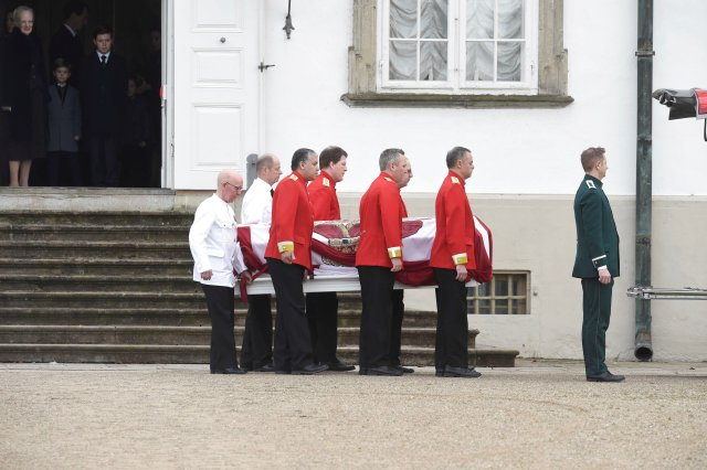 Prince Henrik's casket is moved from Fredensborg Palace to Amalienborg Palace, in Fredensborg, Denmark, February 15, 2018. Ritzau Scanpix Denmark/Liselotte Sabroe via REUTERS ATTENTION EDITORS - THIS IMAGE WAS PROVIDED BY A THIRD PARTY. DENMARK OUT. NO COMMERCIAL OR EDITORIAL SALES IN DENMARK.
