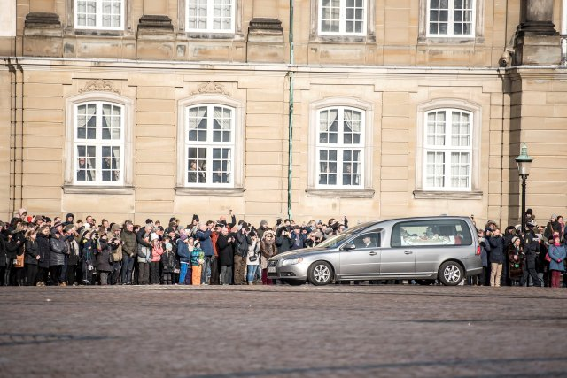 Prince Henrik's casket arrives to Amalienborg Palace in Copenhagen, Denmark, February 15, 2018. Ritzau Scanpix Denmark/Mads Claus Rasmussen via REUTERS ATTENTION EDITORS - THIS IMAGE WAS PROVIDED BY A THIRD PARTY. DENMARK OUT. NO COMMERCIAL OR EDITORIAL SALES IN DENMARK.