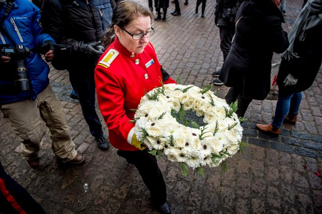 An employee from the Royal Court lay a wreath in front of Amalienborg Palace in Copenhagen, Denmark, February 15, 2018. Ritzau Scanpix Denmark/Mads Claus Rasmussen via REUTERS ATTENTION EDITORS - THIS IMAGE WAS PROVIDED BY A THIRD PARTY. DENMARK OUT. NO COMMERCIAL OR EDITORIAL SALES IN DENMARK.
